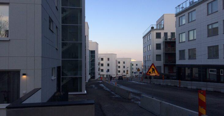 Liljeholmsblick, en ny sovstad knappt en kilometer från innerstaden! Hur mycket ska staden få bestämma över utformningen och begränsningar av nya stadsdelar? Är kommunala planmonopolet det ultimata stadsutvecklingsprogrammet?